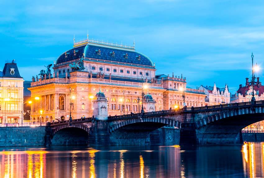 Teatro Nacional de Praga free tour praga